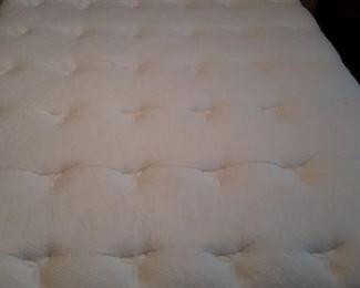 Queen Simmons Beautyrest, World Class mattress and box springs.