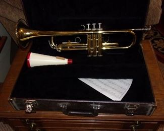 Yamaha trumpet and case