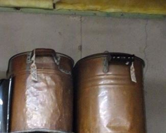 Copper pots, one with lid.
