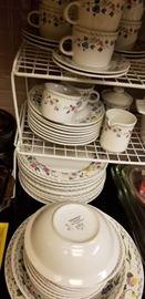 Farberware English Garden dish set