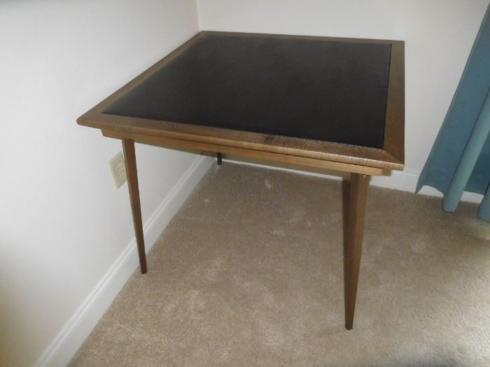 Folding game table