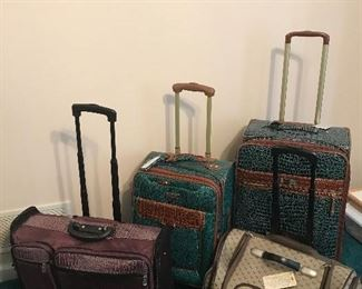 Very nice luggage cases.
