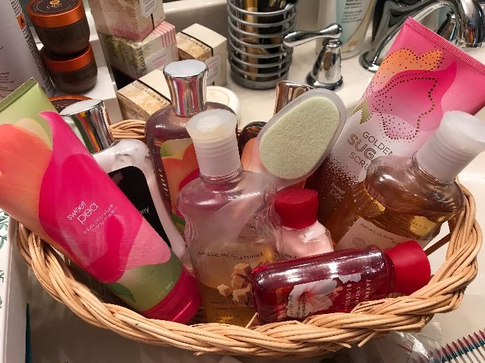 So much bath accessories, makeup and more