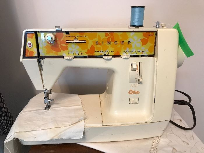 "Vintage Singer ""Genie"" sewing machine, works!"
