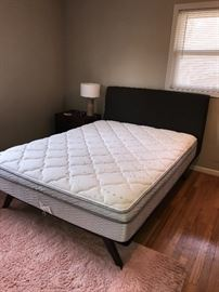 BROWN MODERN QUEEN SIZE MODWAY TRACY BED WITH MATTRESS