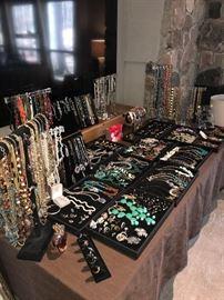 BEAUTIFUL COSTUME JEWELRY/ RINGS/ EARRINGS/ NECKLACES/ BRACELETS