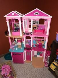 BARBIE DREAM HOUSE WITH FURNITURE