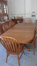 Med to Small Oak Table with 2 leaves (one in here), one stored inside of table underneath with 6 chairs