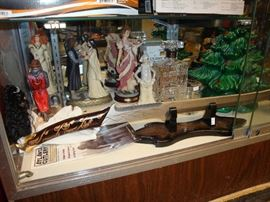 LORD OF THE RINGS SWORD AND COLLECTIBLES