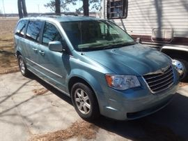 2010 chrysler town & country. Stow & go.