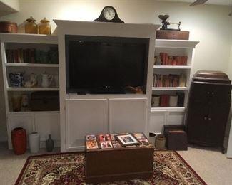 Antique Victor Victrola, Den Items, TV not for sale.