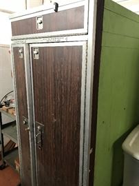 Airline lockable storage unit