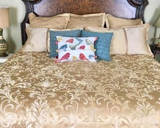 King size linens & pillows