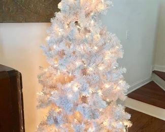 Pre-lit white tree