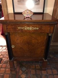 Biedermeier cabinet needs some work