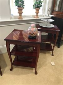 Lookit these cool end tables!! And that 3-tier crudite server! Who doesn't want one of those?