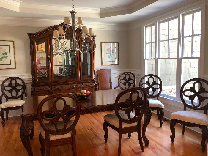 This dining room!! WOW! Fit for visiting royalty!