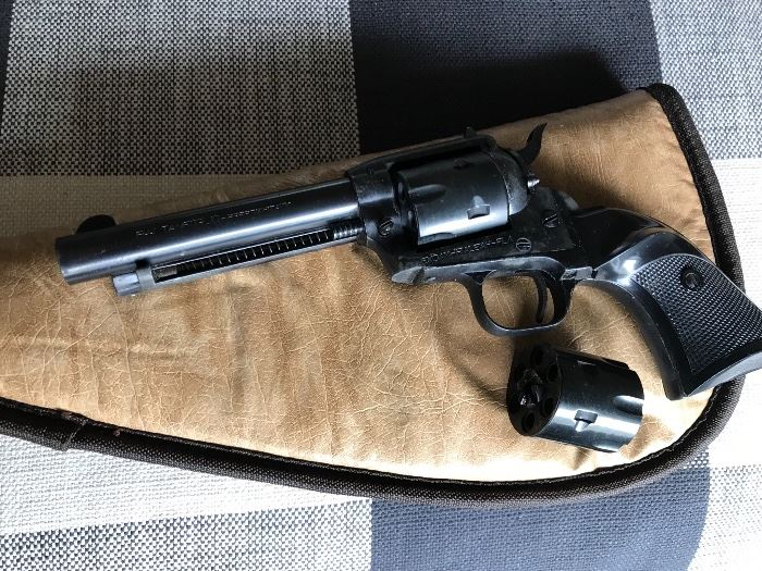 22 caliber revolver + 22 mag with 2 cylinders, Model E15 Italy