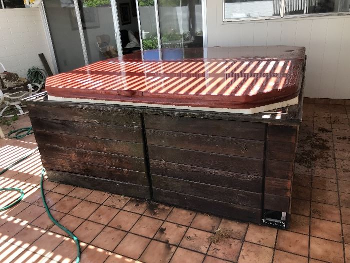 Older hot tub. not working, needs TLC