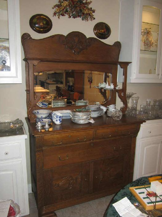 Lovely Sideboard. Picture Does Not Do This Piece Of Furniture Justice! End Of Golden Oak Period. Around 1910.