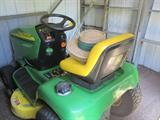 Very Nice 2004 John Deere Riding Lawn Mover. Great Shape!
