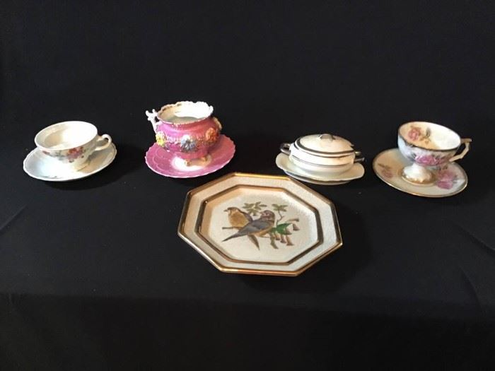 Tea Cups and Saucers & Gravy Bowl