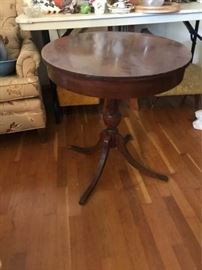 Round Cherry Accent Table
