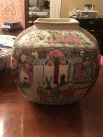 rose medallion Hong Horizons Vase