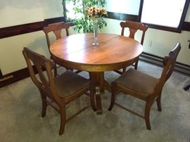 Antique Maple Dinging Table & Chairs