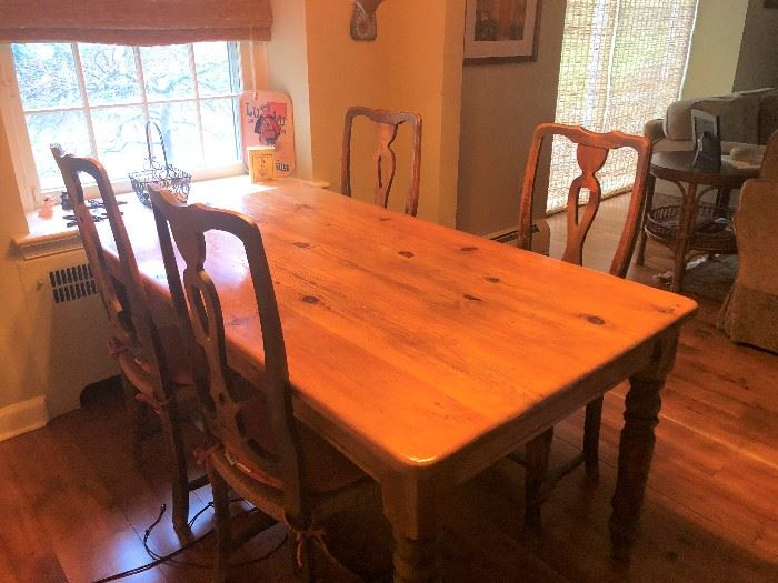 AMISH MADE FARM TABLE WITH 6 CHAIRS
