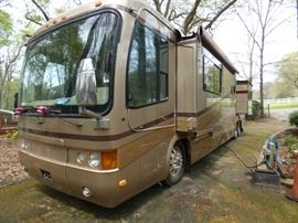 2001 Monaco Coach Signature Series 45'with only 62,000 miles.  Awning needs to be replaced.  See next pictures for more info.  We are accepting closed bids starting at $79,000.  Call or text Gale Dewberry @ 678-463-0160 .