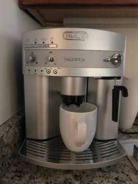 DeLonghi Magnifica coffee/espresso maker