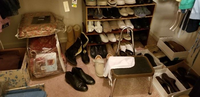 LOTS OF SHOES   IN GREAT SHAPE