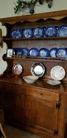 ETHAN ALLEN HUTCH  --  LOTS OF COLLECTIBLE BLUE PLATES