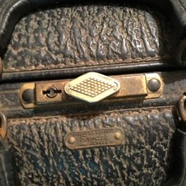"""ANTIQUE LEATHER LARGE """"EMMDEE"""" MEDICAL BAG W/ACCESSORIES (NO DRUGS)"""