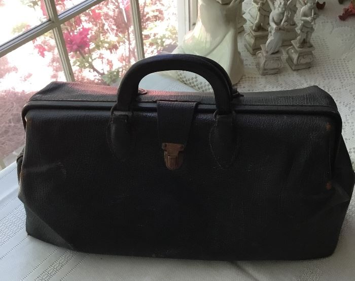 ANTIQUE SMALL LEATHER MEDICAL BAG