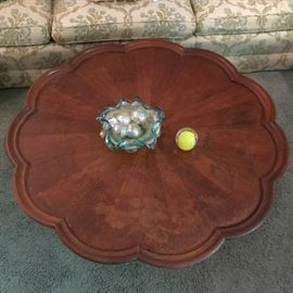 AWESOME HENREDON PIE CRUST TABLE