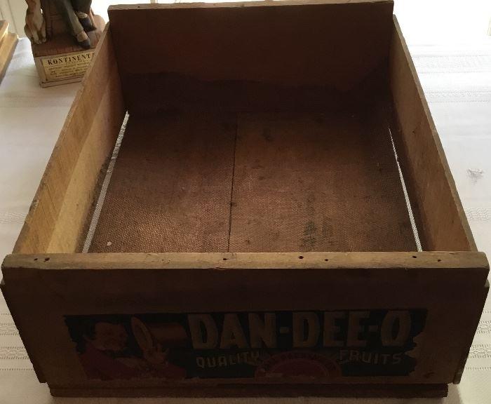 """VINTAGE """"DAN-DEE-O"""" WOODEN FRUIT BOX"""