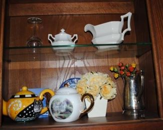 Assorted teapots, silverplate and decorator items