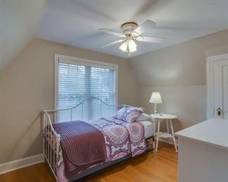 trundle bed, dresser, bedding