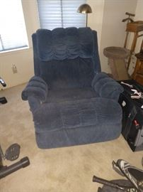 Another comfy recliner