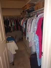 Tons of clothes. Sizes vary from small to XL 90% women's one rack of girls teen clothes