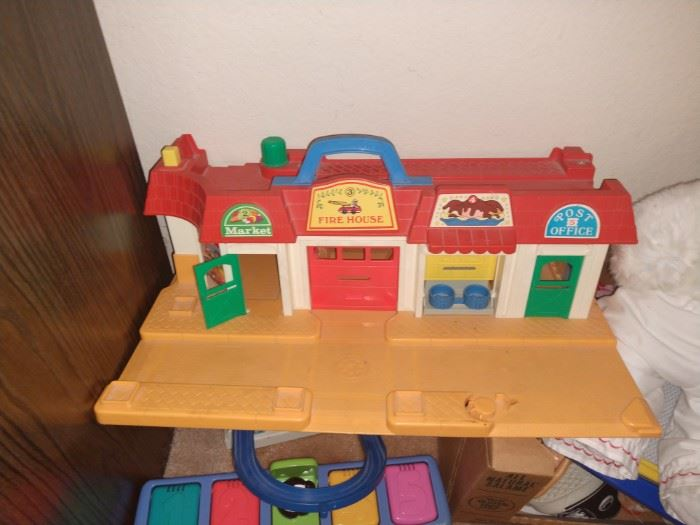 Bag full of playskool people to go with this fire station