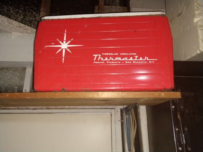 Vintage ice chest in prestige condition. Inside looks new!