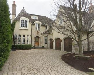 BEAUTIFUL CHARENDON HILLS HOME