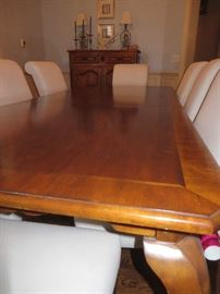 DINING TABLE WITH CABRIOLE LEGS (2 LEAVES) - 1 SHOWN IN TABLE