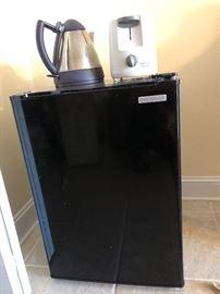 Insignia 2.6 cubic ft refrigerator