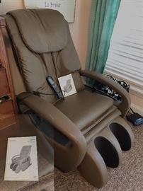 Brookstone Osimi Medic 380 massage chair