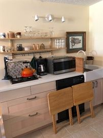 Microwave, kitchen items