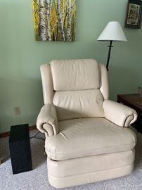 Pair of Matching cream color La-Z-Boy chairs